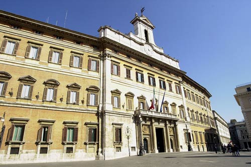 La facciata di palazzo montecitorio for Camera dei deputati palazzo montecitorio