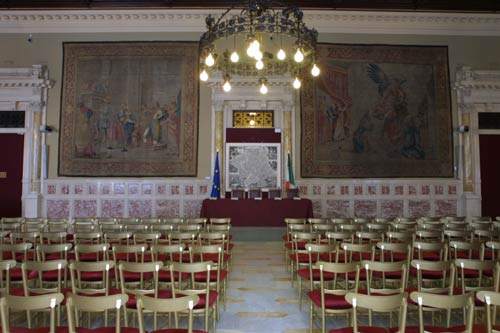 la sala della regina allestita per una conferenza